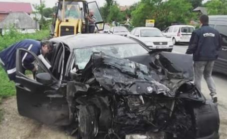 Doua persoane au murit dupa ce soferul masinii in care se aflau s-a izbit de o utilitara. Ce s-a aflat despre conducator