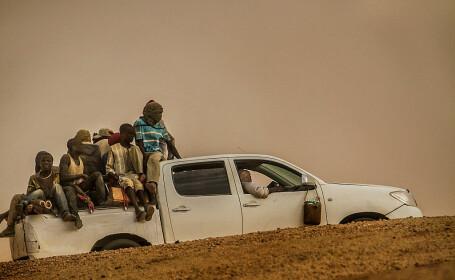 34 de migranti, printre care 20 de copii, gasiti morti in desert. Cine i-a abandonat in pustietate