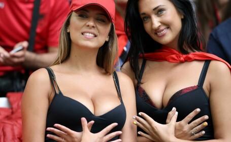 Tot stadionul a fost cu ochii pe ele. Cum au aparut doua suporterite ale Albaniei la meciul cu Franta