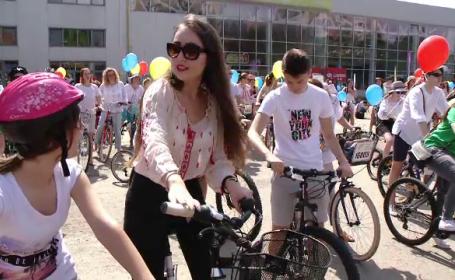 biciclisti purtand ie
