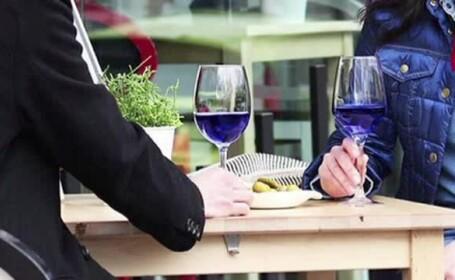 Un nou sortiment bizar de bautura atrage atentia consumatorilor de alcool. Ce este vinul albastru