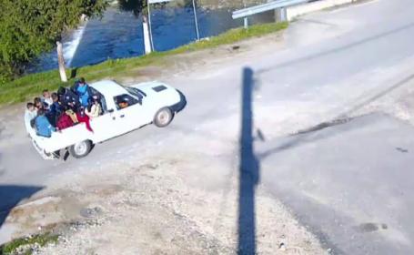 Situatie revoltatoare in Dambovita, unde 12 elevi au fost transportati cu o duba de marfa. Ce ar putea pati dascalul