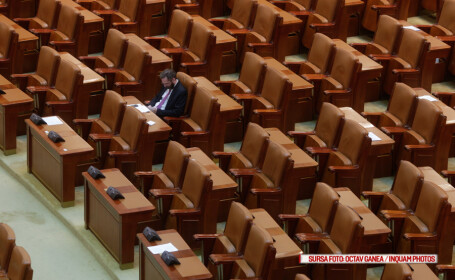 Senatorii si-au luat liber luni, ca sa participe la deschiderea anului universitar