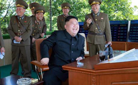 Kim Jong Un la un test cu rachete