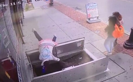 Butonarea propriului telefon era sa-si aduca moartea unei femei din SUA, care nu a vazut ca muncitorii efectuau lucrari.VIDEO