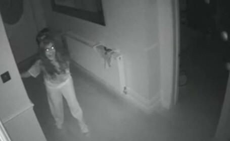 Clipele de groaza traite de o femeie in timp ce copilul ei era in casa