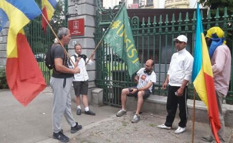 Un grup de protestatari scandeaza in fata sediului PSD. Ce ii reproseaza lui Liviu Dragnea si mesajul pentru Grindeanu
