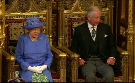 Regina Elisabeta a II-a si Printul Charles