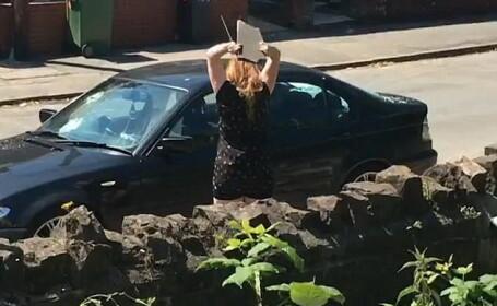 O femeie se razbuna pe iubitul infidel si ii loveste masina 10 minute cu un bolovan, Cum arata BMW-ul la final. VIDEO