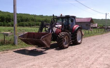 De acum inainte oricine poate conduce un tractor pe drumurile publice, chiar daca nu are permis