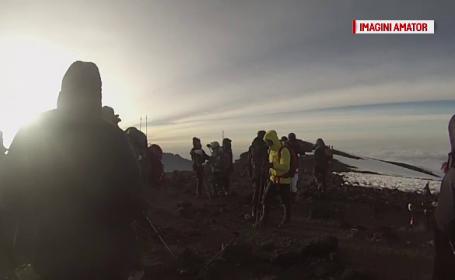 Doi romani au urcat, pe jos, pe muntele Kilimanjaro in conditii extreme. Unul dintre ei suferise un transplant pulmonar