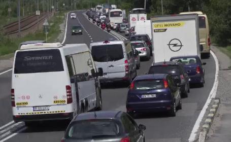Șoferi furioşi, după ce au început vacanţa blocați pe DN1. \