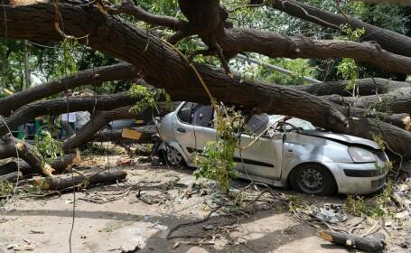Cel puţin 30 de oameni au murit din cauza furtunilor şi a fulgerelor, în India