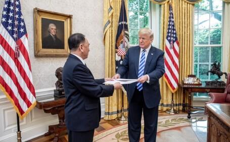Kim Jong-un i-a trimis o scrisoare uriașă președintelui Donald Trump