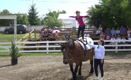 Terapia asistată de cal, în ajutorul copiilor cu depresii sau cu sindromul Down