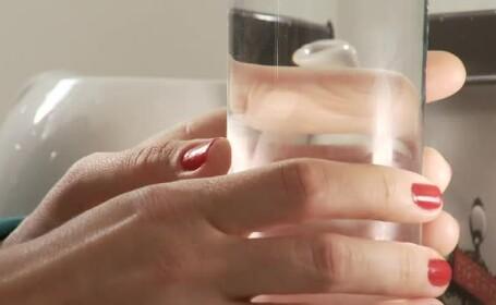 Apele minerale cu etichete care anunță că vindecă boli încalcă legea