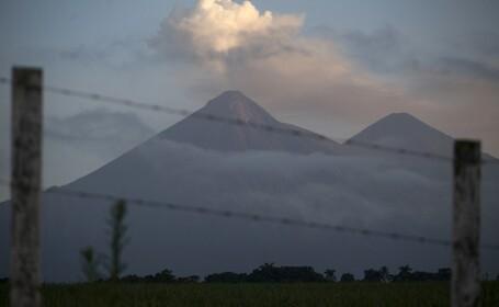 vulcanul fuego erupe