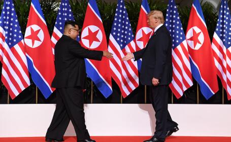 Donald Trump și Kim Jong-un și-au dat mâna pentru prima dată