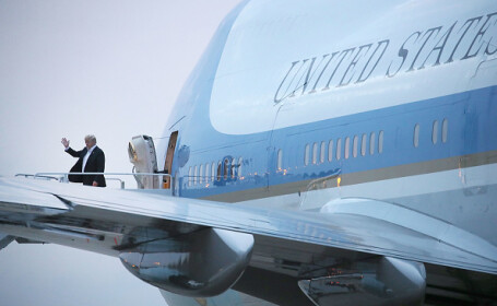 Președintele SUA se întoarce în țară după summitul cu Kim Jong Un
