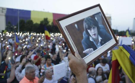 Mii de oameni protestează în București față de modificările aduse Codului de Procedură Penală