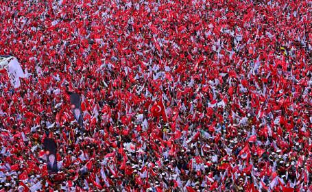Miting de proporţii al principalului contracandidat al lui Erdogan în Turcia