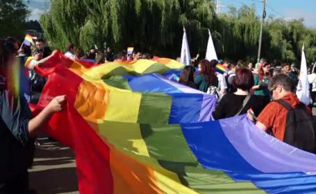 """Paradă gay pe străzile din Cluj-Napoca. """"Suntem si noi oameni la fel ca toţi alţii\"""