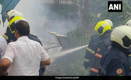 Cel puțin cinci persoane au murit după ce un avion s-a prăbușit în India