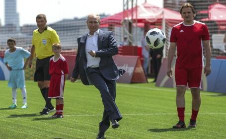 Vladimir Putin a dat lovitura de start la un meci de juniori