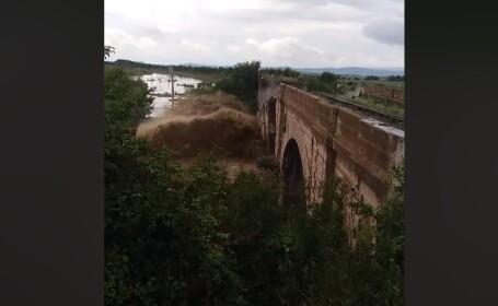 Momentul în care podul din Brașov se prăbușește. VIDEO