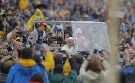 Momentul sosirii Papei Francisc la Şumuleu Ciuc