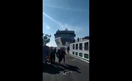 Vas de croazieră în Veneția