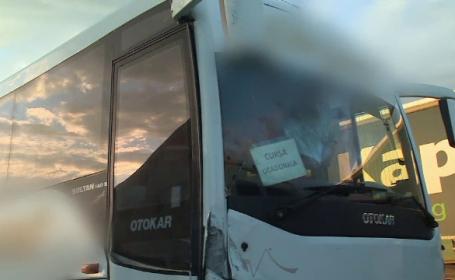 Excursie cu final de coșmar pentru 25 de copii. Autocarul, implicat într-un accident violent