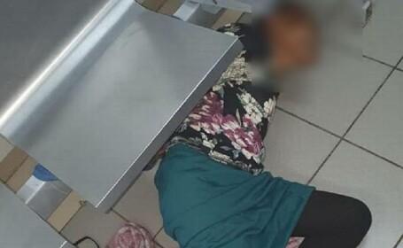Pacientă de 76 de ani, legată cu sfoară sub un scaun chiar de doctori