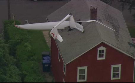 O familie din SUA s-a trezit cu un avion în casă. Ce încerca să facă pilotul
