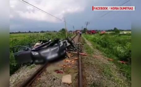 Greșeala fatală a unui șofer din Bihor. Mașina sa a fost izbită violent de un tren
