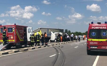 Ciocnire frontală între 2 TIR-uri, în Giurgiu. Şoseaua a fost complet blocată