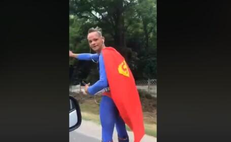 Ce a urmat după ce un bărbat costumat în Superman a fost oprit de polițiștii din Ilfov