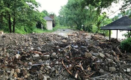 Intervenție de amploare a pompierilor în 21 de localități grav afectate de inundații. FOTO