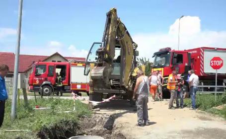 Misiune dramatică pentru salvarea unui bărbat peste care a căzut un mal de 2 metri