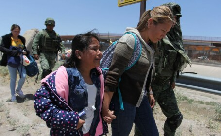 Şapte migranţi, printre care și un bebeluș, au murit la frontiera dintre SUA şi Mexic
