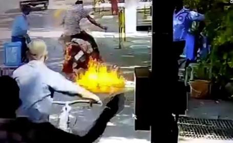 motocicleta incendiu