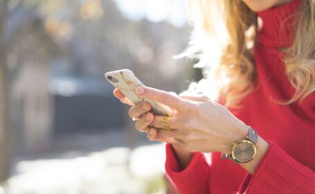 Orașul în care va deveni ilegal să te uiți în telefon în timp ce mergi pe stradă. Când va intra în vigoare noua lege