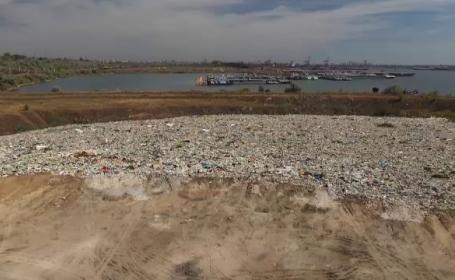 Dezastru ecologic în Portul Constanța. Deșeuri periculoase, chiar pe malul mării