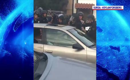 Intervenție în forță a polițiștilor din Los Angeles. Cum au scos un șofer din mașină. VIDEO