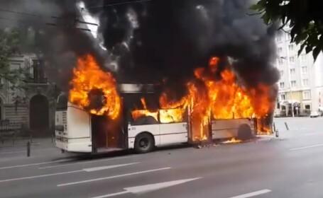 Troleibuz cuprins de flăcări uriașe în Capitală