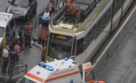 Intervenție contra-cronometru în București. Unui bărbat i s-a făcut rău în tramvai