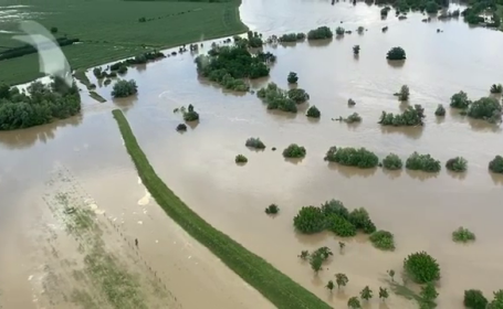 Cele mai grave inundații din ultimii 200 de ani. Multe familii şi-au salvat doar câinele