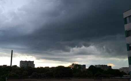 Capitala, sub Cod portocaliu de ploi și vijelii
