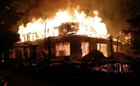 cabana valea jiului incendiu