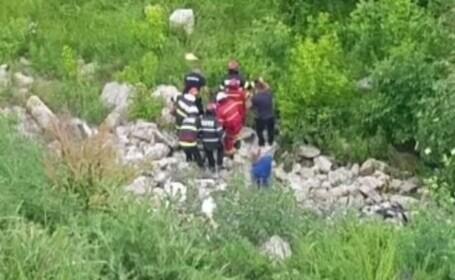 Un bătrân de 87 de ani, găsit în mlaștină până la brâu, lângă Slatina. Plecase să culeagă flori de soc